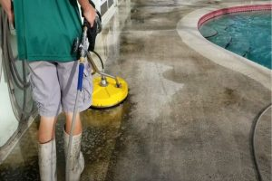 Pomona Pool Cleaning technician doing pool deck cleanup