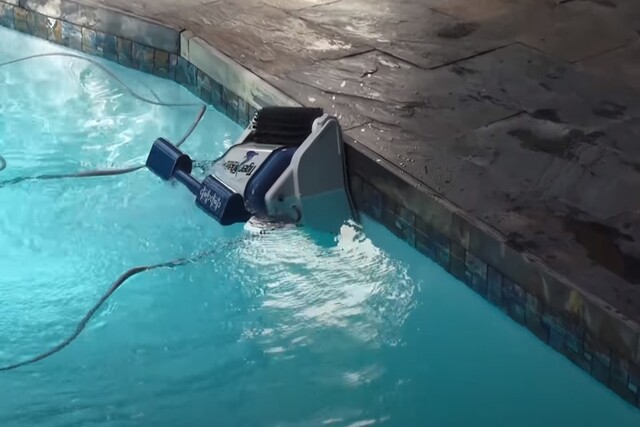 Pomona Pool Cleaning robotic pool cleaning machine